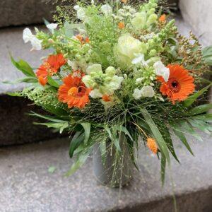 luftig blomster buket