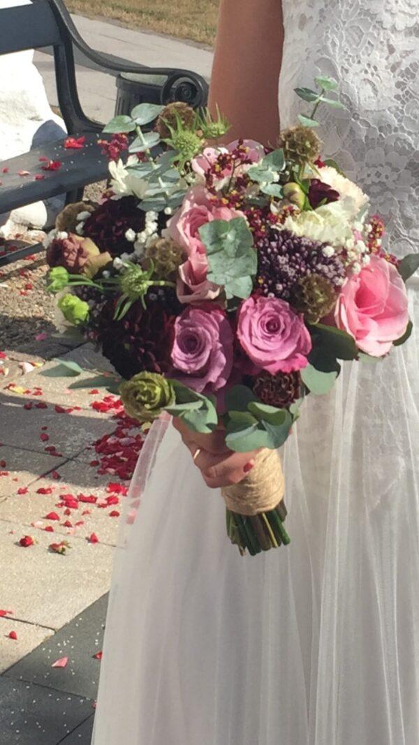 Brudebuket i lilla farver
