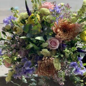Sød sommer hilsen tæt bundet buket i sassonens blomster Glade pastel farver
